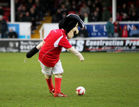 Hooky tries a Rabona. Ebbsfleet United v Dartford